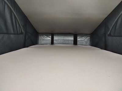 Location d'un van aménagé Lille Valenciennes Mybiglittlevan VW California 6.1 Intérieur toit relevable